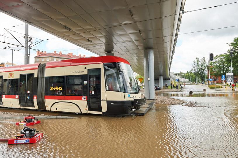 Gdańsk ulewny deszcz, podtopione ulice /Adam Warżawa /PAP