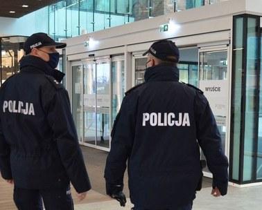 Gdańsk: Właściciel otworzył klub mimo restrykcji. Służby zamknęły lokal