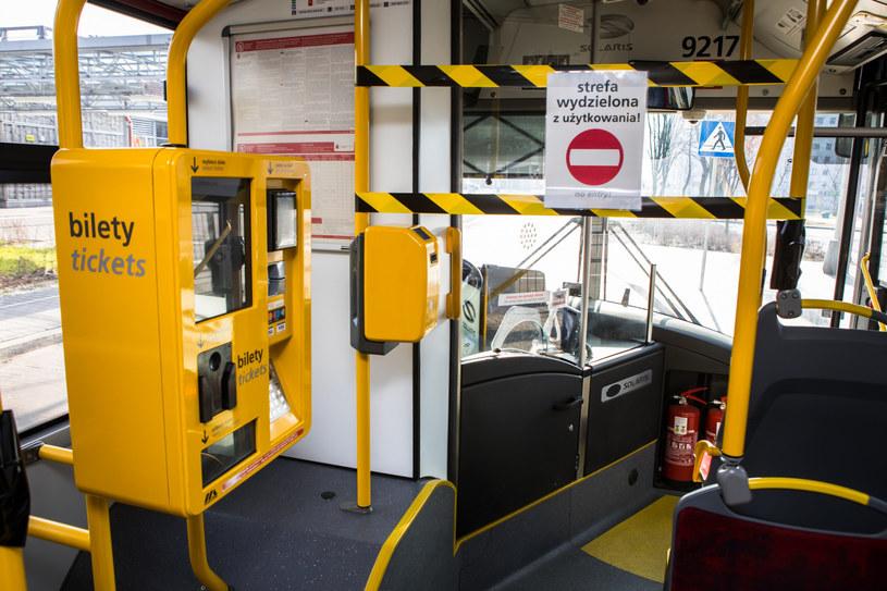 Gdy będzie za dużo pasażerów, kierowca ma wzywać policję /Adam Burakowski /Reporter