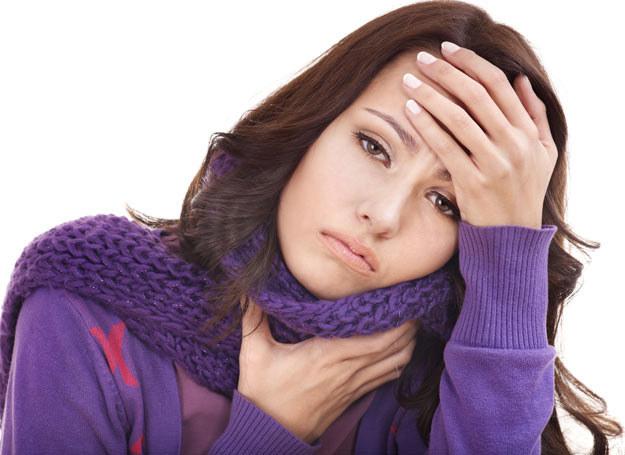Gdy boli cię gardło nie pij alkoholu /Picsel /123RF/PICSEL
