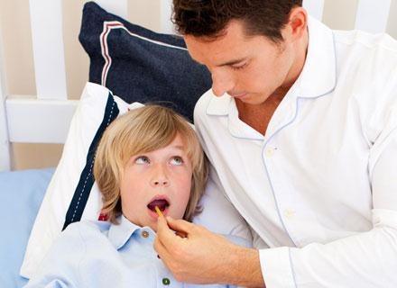 Gdy brzdąc ukruszy sobie ząb, od razu powinnaś pojechać z nim do stomatologa dziecięcego /© Panthermedia