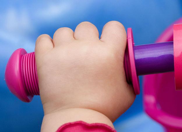 Gdy dziecko jest regularnie badane przez specjalistów, ryzyko problemów zdrowotnych w przyszłości maleje. /123RF/PICSEL