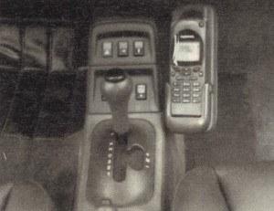 Gdy dźwignia zmiany biegów znajduje się na lewo, automat stara się naśladować styl jazdy kierującego. Do tego celu elektronika wykorzystuje sensory, położenia przepustnicy i pedału hamulca. Bierze pod uwagę obroty i temperaturą silnika, prędkość jazdy, przyspieszenie (względnie opóźnienie) i siłę odśrodkową. /Motor