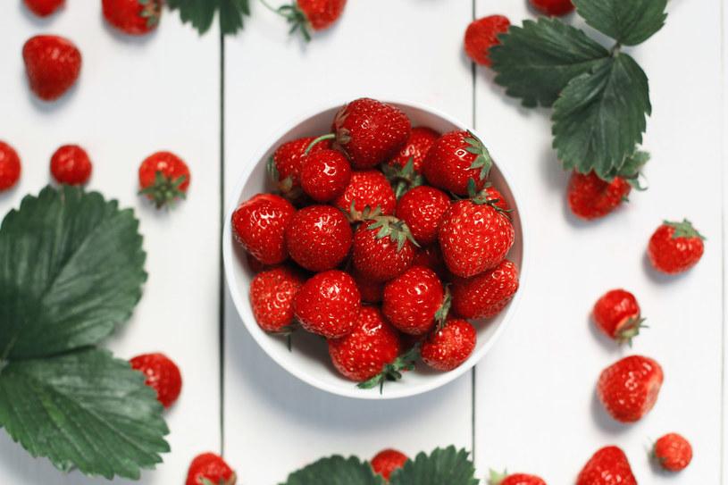 Gdy jesteś napuchnięta, jedz truskawki do woli, by wspomóc pracę nerek /123RF/PICSEL
