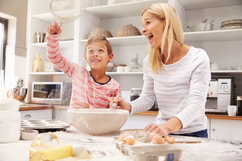 Gdy już masz czas, który możesz poświęcić na zabawę w kuchni, zadbaj o wszelkie potrzebne rytuały /123RF/PICSEL