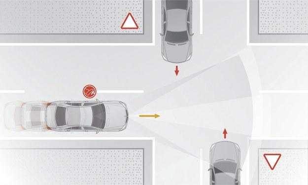 Gdy kierowca za słabo naciśnie hamulec, system uruchomi pełne hamowanie. /Motor