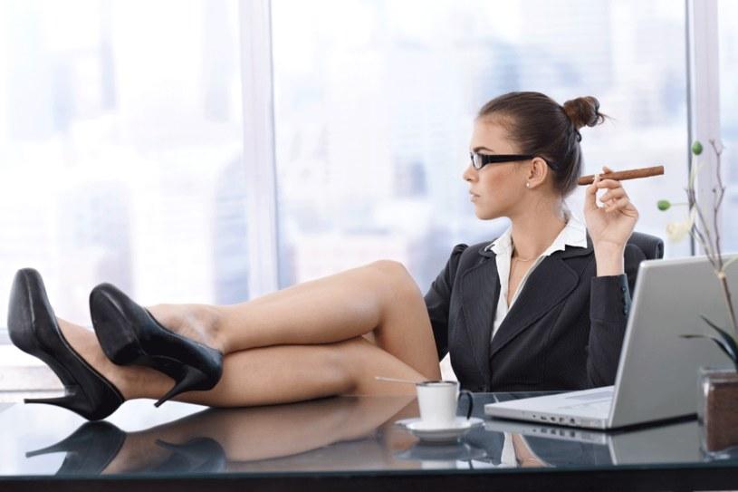 Gdy kobiety są stanowcze, zarzuca się im męski styl. Gdy są łagodne - brak umiejętności przywódczych /123RF/PICSEL