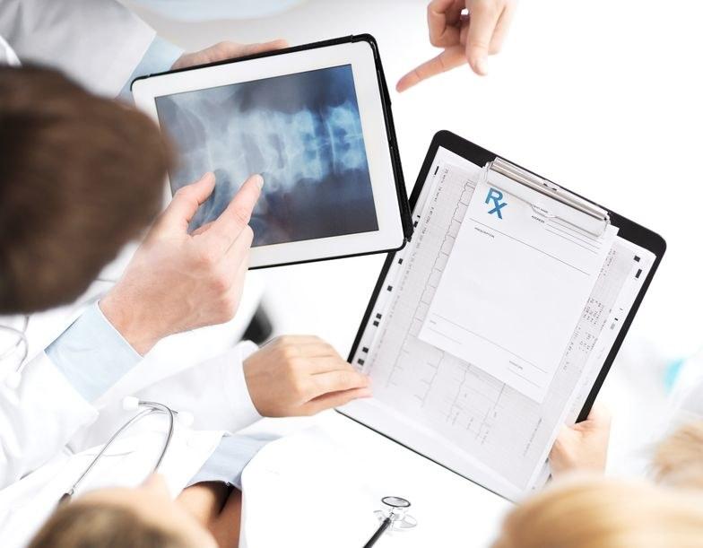 Gdy komórki nowotworowe dostaną się do kości, bardzo trudno jest pokonać chorobę /123RF/PICSEL