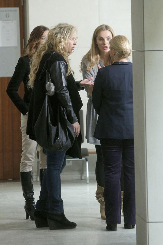 Gdy po rozprawie Anka (Magdalena Stużyńska), wychodzi na sądowy korytarz, trudno jest jej opanować emocje. /Michał Baranowski /AKPA