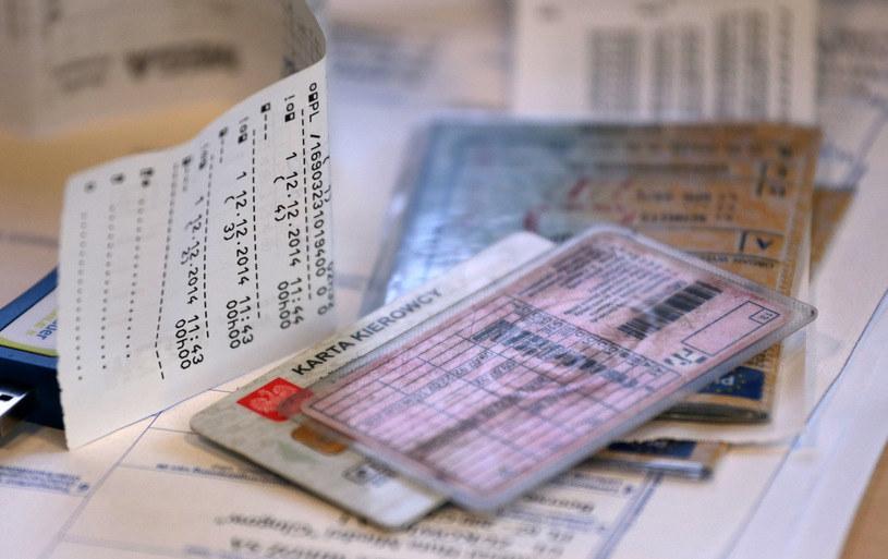 Gdy prawa jazdy nie ma w CEPIKU, problem może być poważny! /PIOTR JEDZURA/REPORTER /Agencja SE/East News