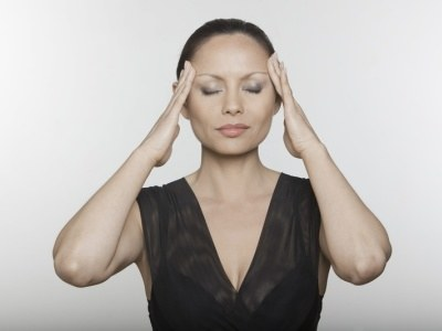Gdy przyczyną bólu jest stres, napięte są mięśnie twarzy i karku ulgę przyniesie masaż  /© Panthermedia