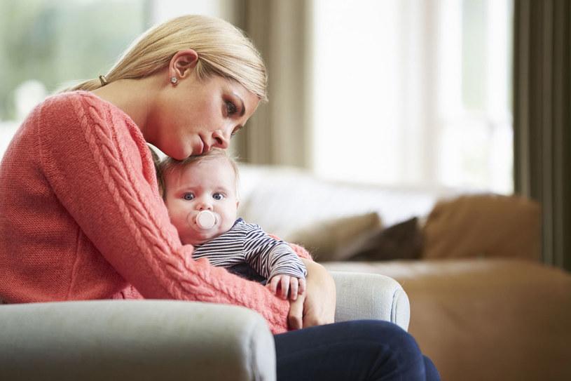 Gdy rodzi się dziecko, otoczenie redukuje młodą matkę do jednej funkcji: opiekunki nowego życia. A ona ma przecież pracę, pasje, ulubione sposoby spędzania wolnego czasu /123RF/PICSEL