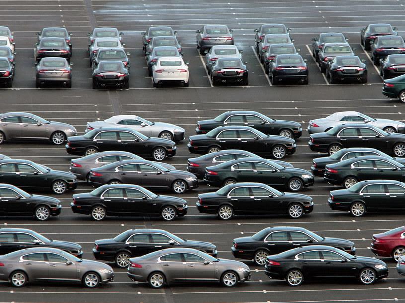 Gdy samochody zjadą z taśmy montażowej, czeka  je transport do kraju docelowego  /Getty Images/Flash Press Media