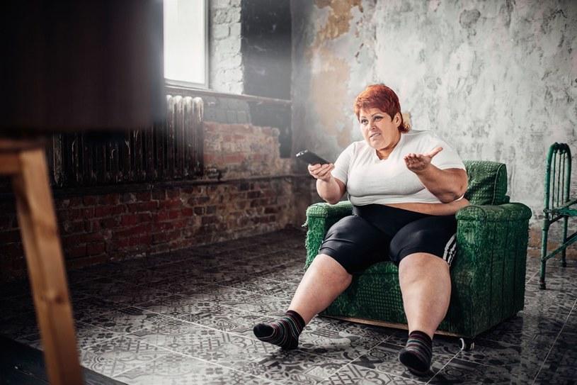 Gdy siedzimy, również możemy spalać sporo kalorii /123RF/PICSEL