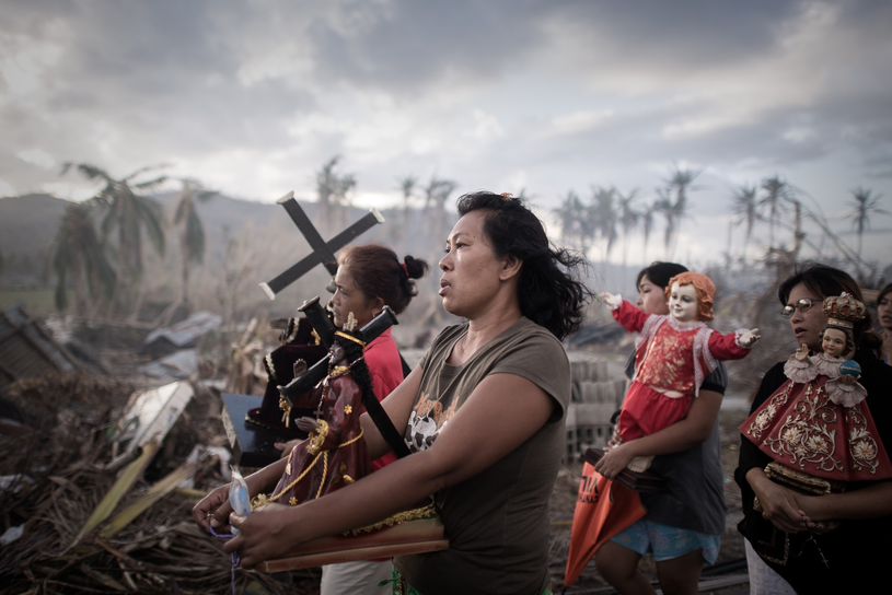 Gdy tajfun Yolanda uderzył w Tacloban, wiatr osiągał prędkość 385 km/h. Żywioł zniszczył miasto w 80 proc. /AFP
