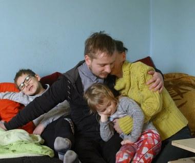 Gdy urodziło się im dziecko z niepełnosprawnością ich świat się zawalił. Czy zdołają wyjść z długów?