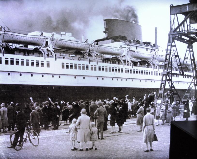 """""""Gdy w 1911 roku majestatycznie spływał z pochylni  prasa całego świata okrzyknęła go, słusznie, mianem największego i najwspanialszego statku pasażerskiego świata"""" /Voltar /Agencja FORUM"""