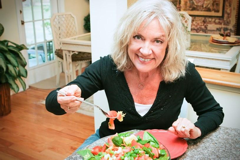 Gdy wiemy o zbliżającej się menopauzie, możemy odpowiednio zadbać o siebie, np. stosując dietę bogatą w fitoestrogeny (zawarte np. w soi). /123RF/PICSEL