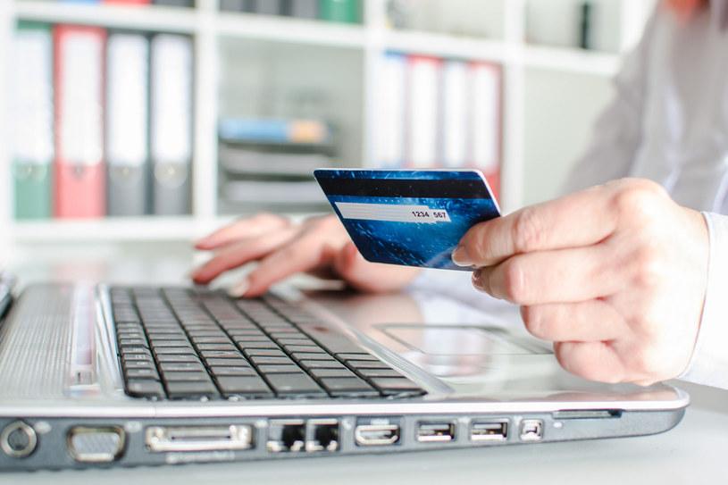 Gdy zgubisz albo zostaną ci skradzione dowód lub karta bankomatowa, natychmiast je zastrzeż. Można to zrobić w dowolnym banku w Polsce, bo wykorzystują one wspólną bazę dokumentów zastrzeżonych /123RF/PICSEL