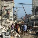 Gdy ziemia się trzęsie, wzrasta popularność stali