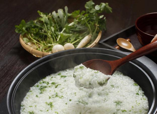 Gdy zupa wyjdzie za gęsta, dolej odrobinę wody. /123RF/PICSEL