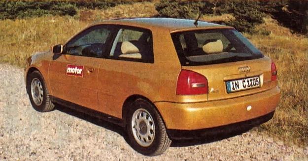 Gdyby nie inny kształt tylnych świateł, A3 można by pomylić z Fiatem Bravo. Audi toczy się na aluminiowych 15-calowych obręczach z ogumieniem 195/65. Lewe lusterko jest asymetryczne, a prawe ma kształt zbliżony do kwadratu. /Motor