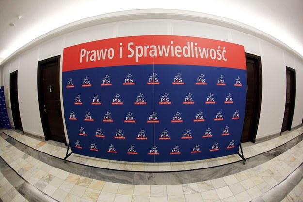 Gdyby wybory do Sejmu odbyły się w lipcu, 34 proc. osób deklarujących gotowość wzięcia udziału w wyborach, zagłosowałoby na PiS /Tomasz Gzell   /PAP