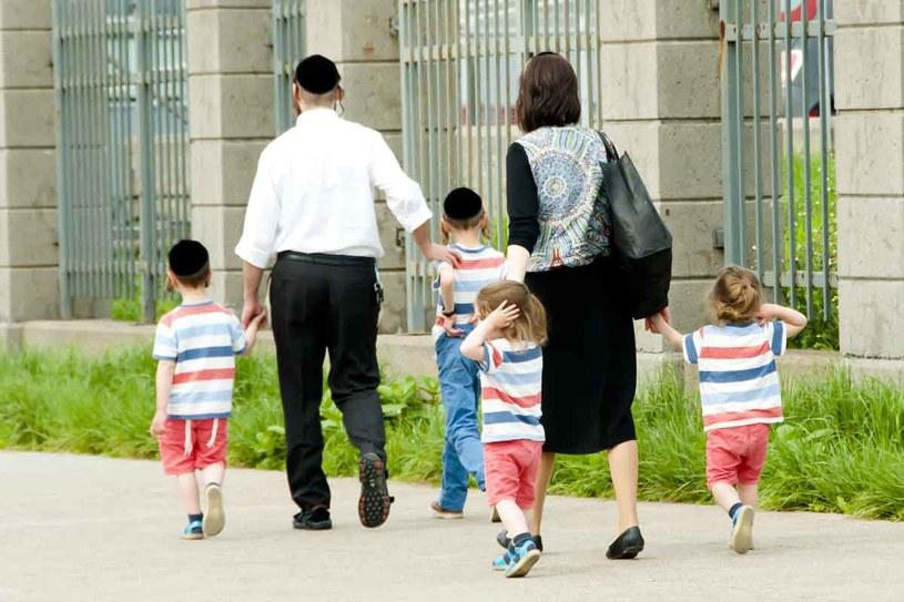 """""""Gdyby zrezygnowali z izolacji, ulegliby asymilacji i utracili swój żydowski styl życia, który chcieli prowadzić."""" /123RF/PICSEL"""