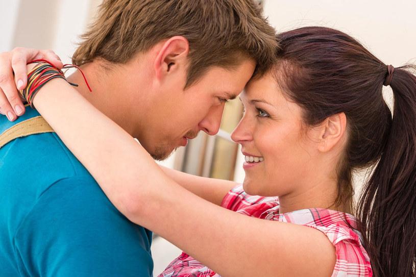 Gdybyśmy chcieli stworzyć eliksir miłości, to powinniśmy użyć oksytocyny. To ona powoduje, że istnieją szczęśliwe małżeństwa, z pięćdziesięcioletnim stażem /123RF/PICSEL