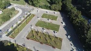 """Gdynia mówi """"nie"""" betonozie. Znika parking przy plaży"""
