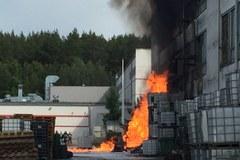 Gdynia: Pożar magazynu z lakierami na terenie dawnego Polifarbu