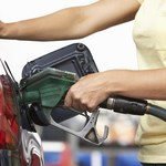 Gdzie kupisz litr benzyny za grosz? Oto światowy ranking cen paliw