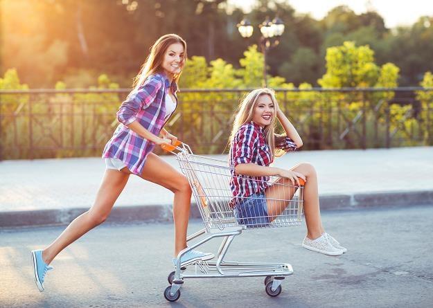 Gdzie kupują Polacy? Coraz częściej wybieramy sklepy o mniejszej powierzchni /©123RF/PICSEL
