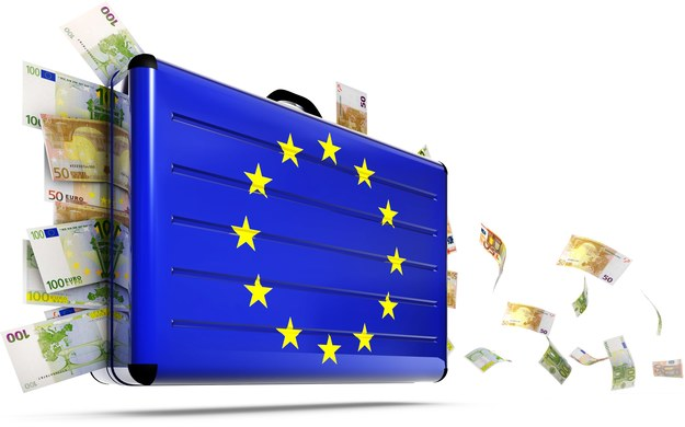 Gdzie wyjeżdżają Polacy, kogo zatrudniają firmy w Polsce? /123RF/PICSEL