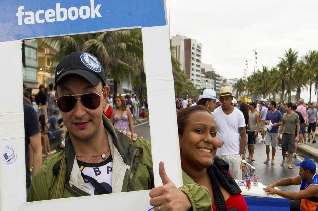 Gdziekolwiek na świecie, Facebook potrafi zmobilizować setki tysięcy ludzi do działania /AFP