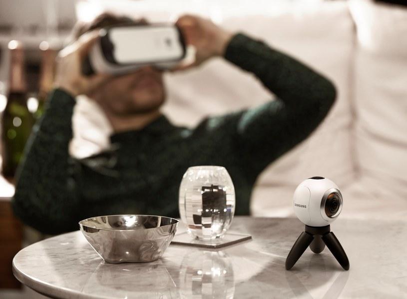 Gear 360 nie potrzebuje gogli Gear VR, ale z nimi (goglami) efekt jest jeszcze lepszy /materiały prasowe