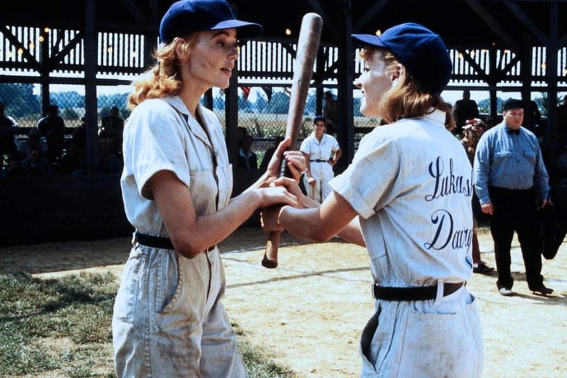 """Geena Davis i Lori Petty w filmie """"Ich własna liga"""" (1992) /materiały dystrybutora"""