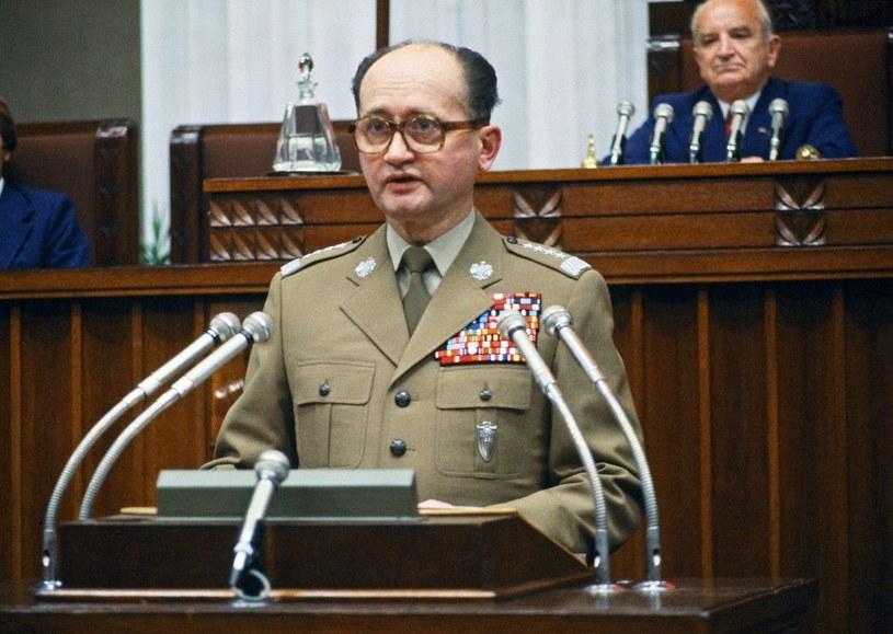 Gen. Jaruzelski jako minister obrony narodowej nakazał utajnić wyniki badań /East News