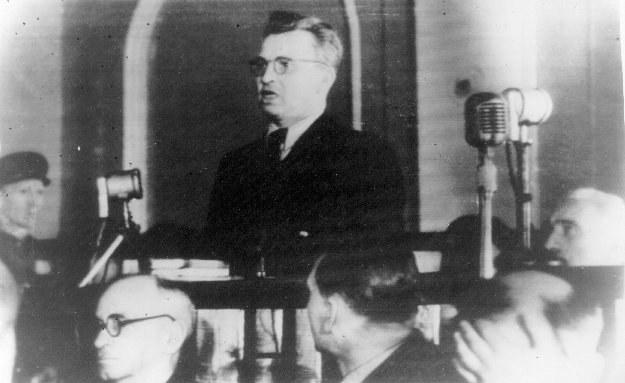Gen. Okulicki podczas procesu w Moskwie, fot. KARTA /Agencja FORUM
