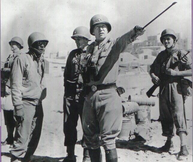 Gen. Patton (w środku) był wielkim zwolennikiem ataku na ZSRR. Zginął w niewyjaśnionych okolicznościach tuż po wojnie /Getty Images/Flash Press Media