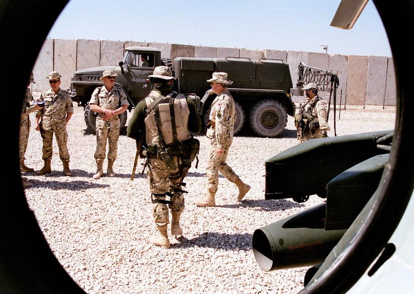 Gen. Skrzypczak (drugi od prawej) w bazie Echo w irackiej Diwaniji - jako dowódca Polskiego Kontyngentu Wojskowego. /Marcin Ogdowski /INTERIA.PL