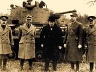 Gen. Władysław Sikorski w towarzystwie Winstona Churchilla i gen. Charlsa de Gaulle'a, Szkocja 194 /Encyklopedia Internautica
