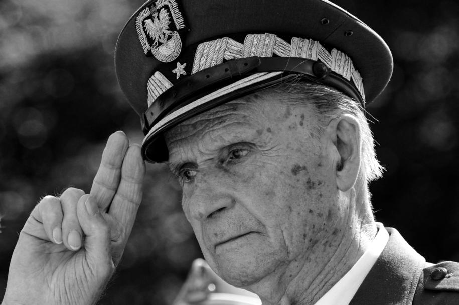 """Gen. Zbigniew Ścibor-Rylski ps. """"Motyl"""" zmarł w wieku 101 lat /Bartłomiej  Zborowski /PAP"""