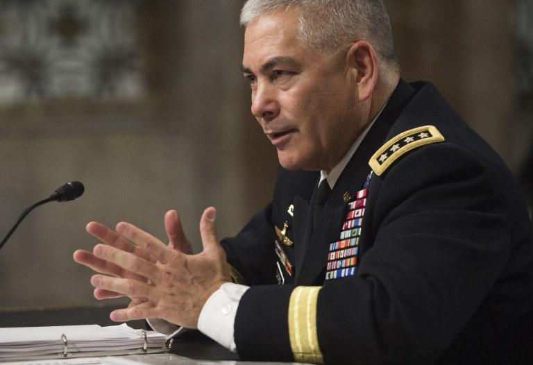 Generał John Campbell, dowódca sił NATO w Afganistanie /AFP