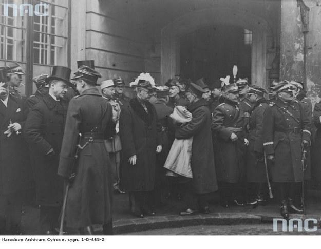 Generał Józef Rybak (pierwszy z prawej). Zdjęcie z 1929 r. /Z archiwum Narodowego Archiwum Cyfrowego