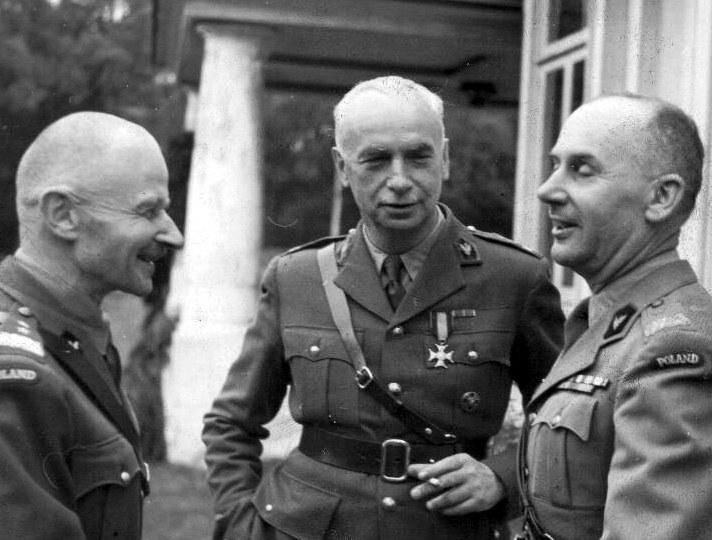 Generał Kazimierz Sosnkowski rozkazał zlikwidować obozy założone przez swego poprzednika /Wikimedia Commons /INTERIA.PL/materiały prasowe