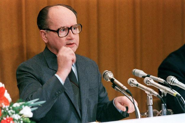 """Generał Wojciech Jaruzelski: """"Czy kryzys w produkcji szachownic uniemożliwia również rozwój sportów szachowych?"""" /AFP"""