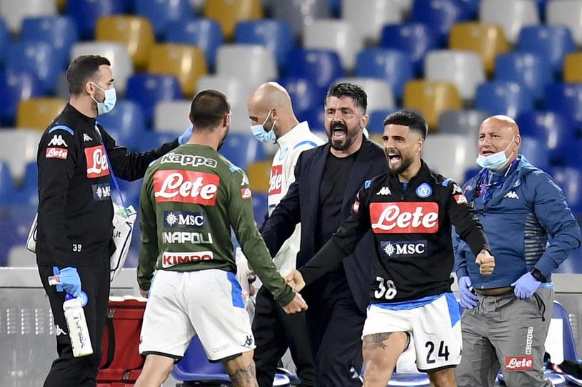 Gennaro Gattuso celebruje awans do finału Pucharu Włoch z piłkarzami Napoli /CIRO FUSCO /PAP/EPA