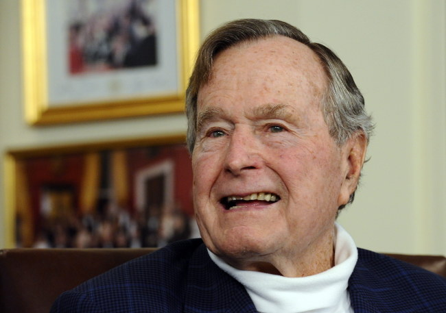 George Bush senior /PAP/EPA/LARRY W. SMITH /PAP/EPA