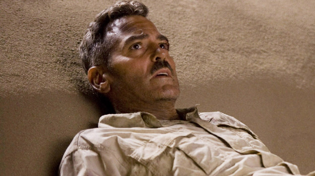 """George Clooney w scenie z filmu """"Człowiek, który gapił się na kozy"""" /materiały dystrybutora"""